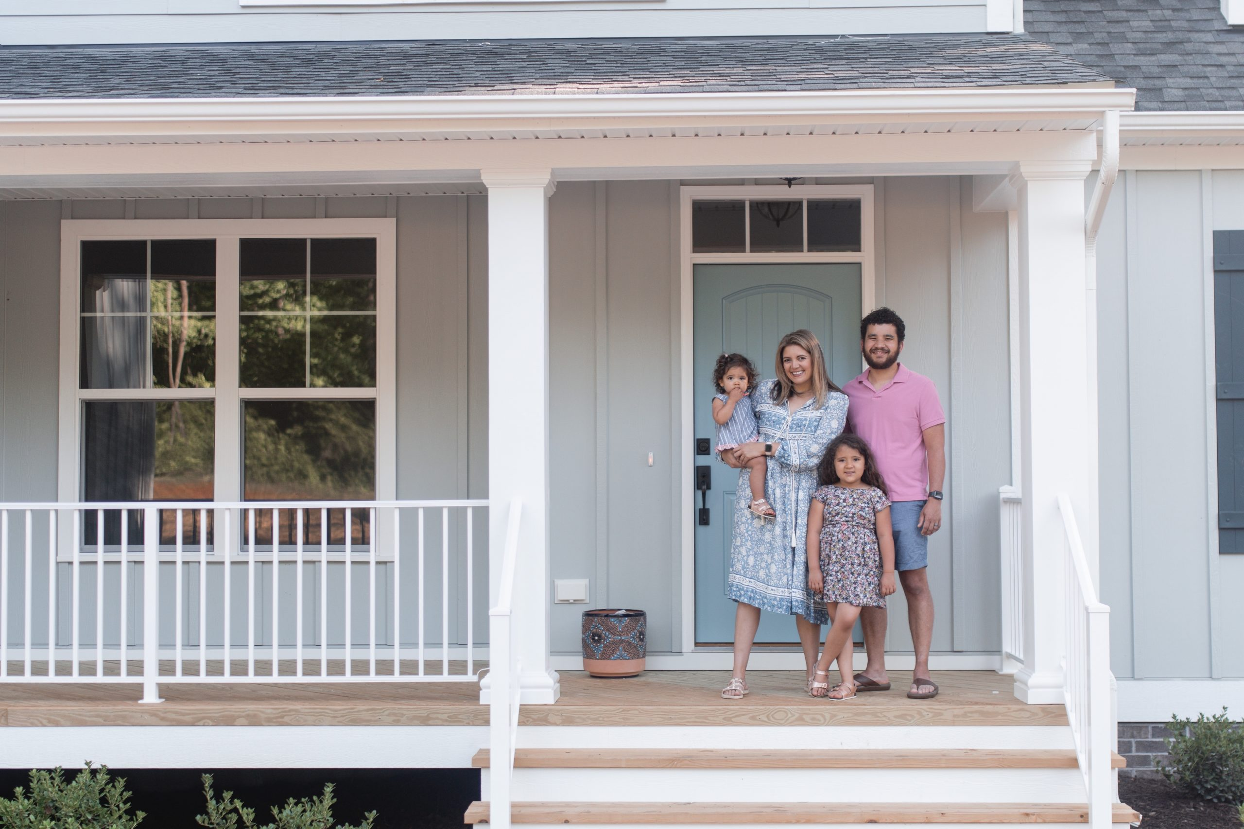 Virginia blogger, Lauren Dix, shares an empty home tour of her new home in Richmond, Virginia!
