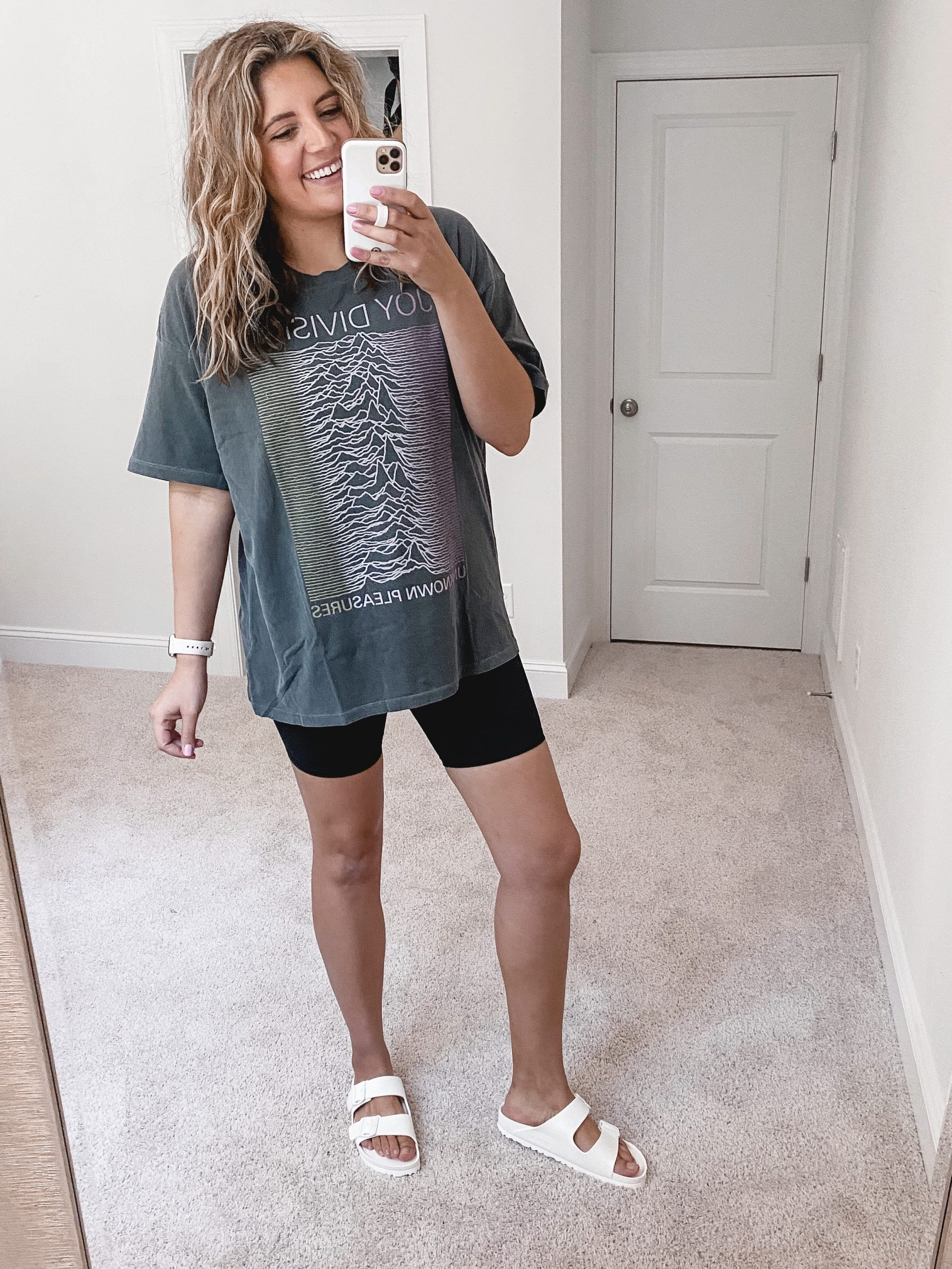 Virginia blogger, Lauren Dix, shares an American Eagle Aerie try on with loungewear and comfy clothes for 2020!