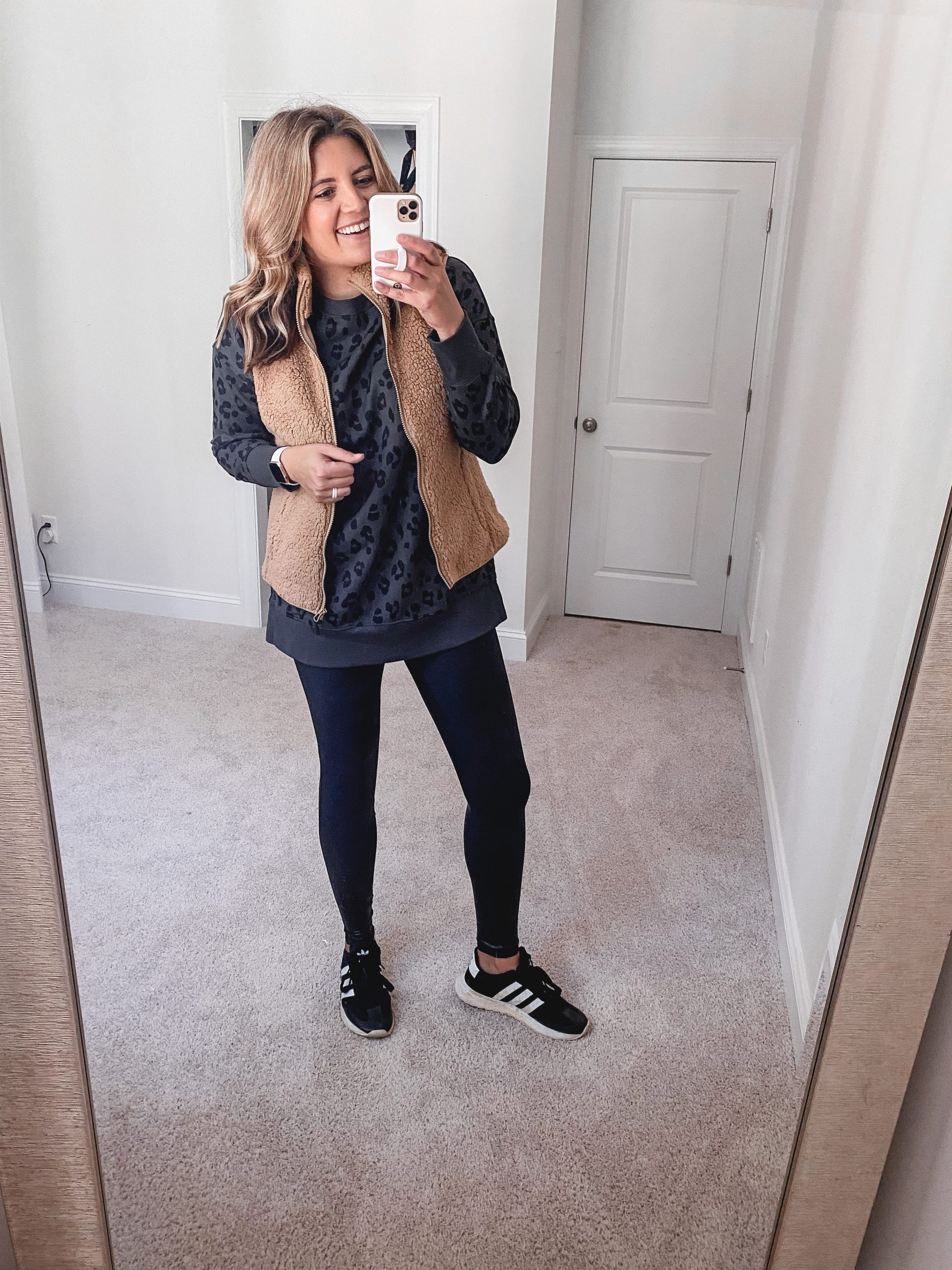 Virginia blogger, Lauren Dix, shares 8 new fall Old Navy finds, including tunics, joggers, and comfy sweaters!