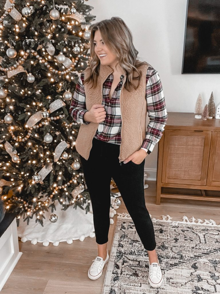 Virginia blogger, Lauren Dix, shares seven plaid shirt outfits perfect for the holidays and beyond!