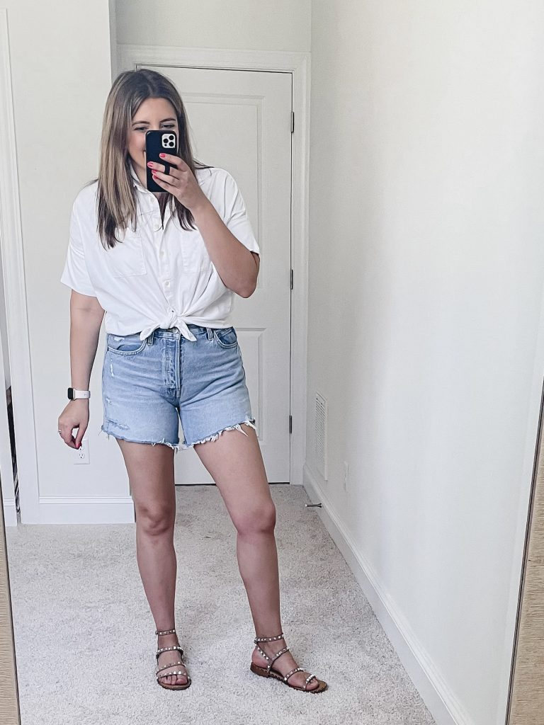 Virginia blogger, Lauren Dix, shares seven tied button front top outfits for summer! All the ways to wear a button down for spring!