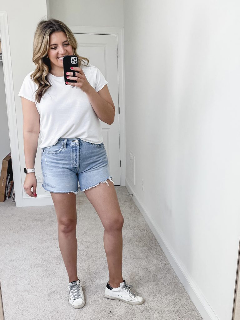 Virginia blogger, Lauren Dix, tries on over 15 pairs of denim shorts! The best denim shorts reviewed!