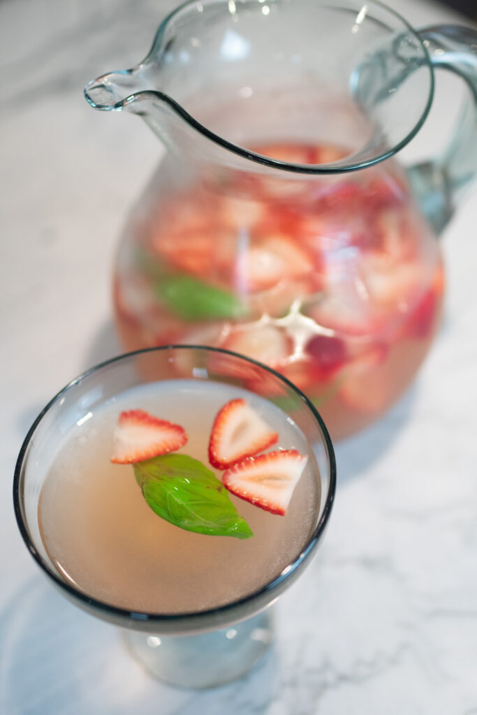Virginia blogger, Lauren Dix, shares her quick and easy summer drink recipes! Enjoy both easy alcoholic and nonalcoholic summer drinks!