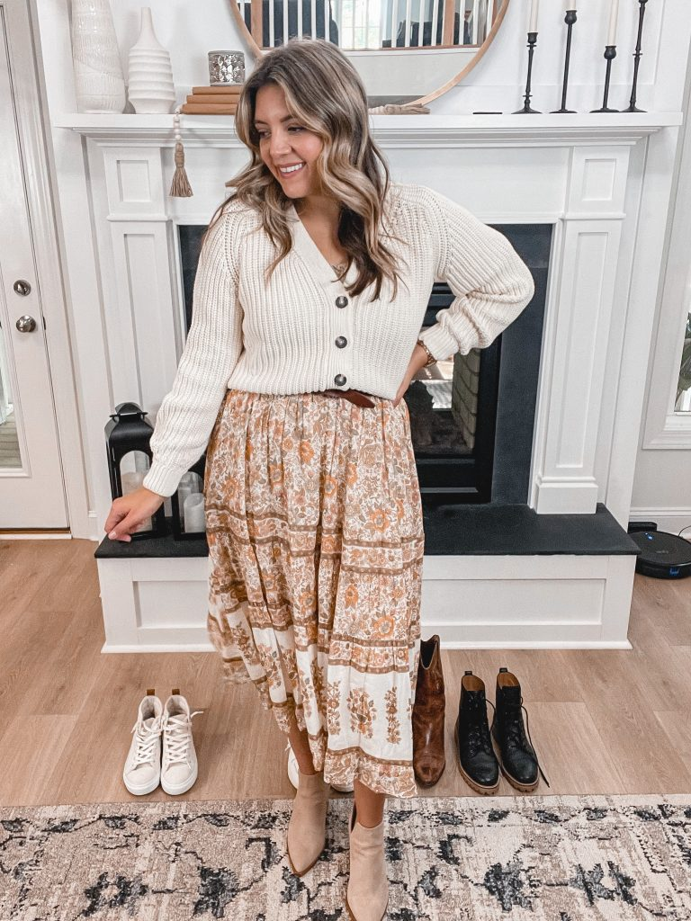 Virginia blogger, Lauren Dix, shares five fall dress outfits. The best ways to wear dresses this Fall!