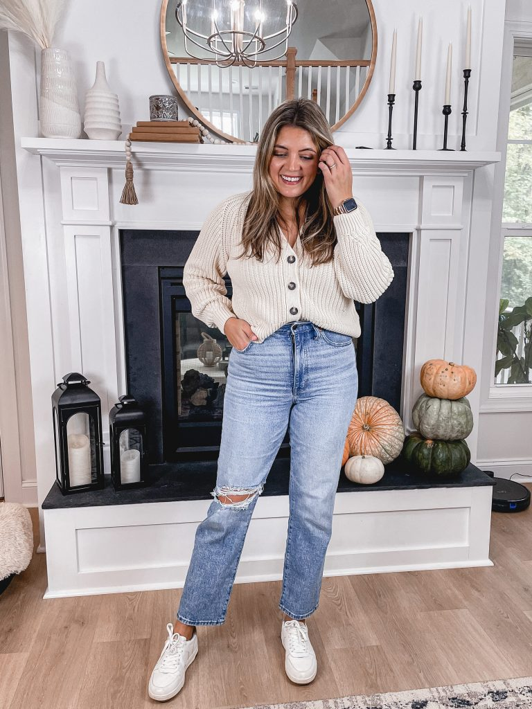 Virginia blogger, Lauren Dix, shares what shoes to wear with straight leg jeans.