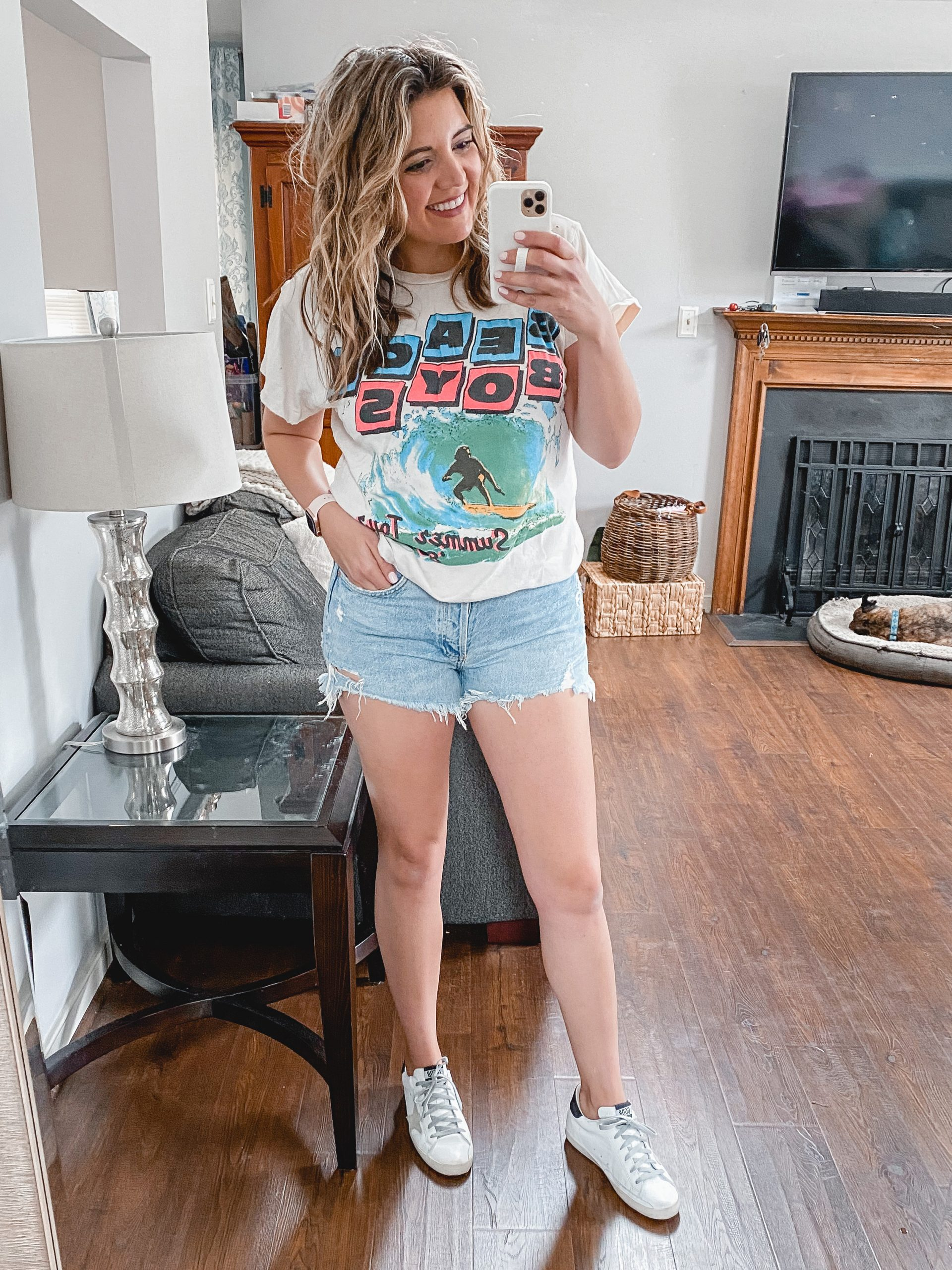 Virginia blogger, Lauren Dix, compares six different pairs of Agolde shorts in her Agolde shorts review!
