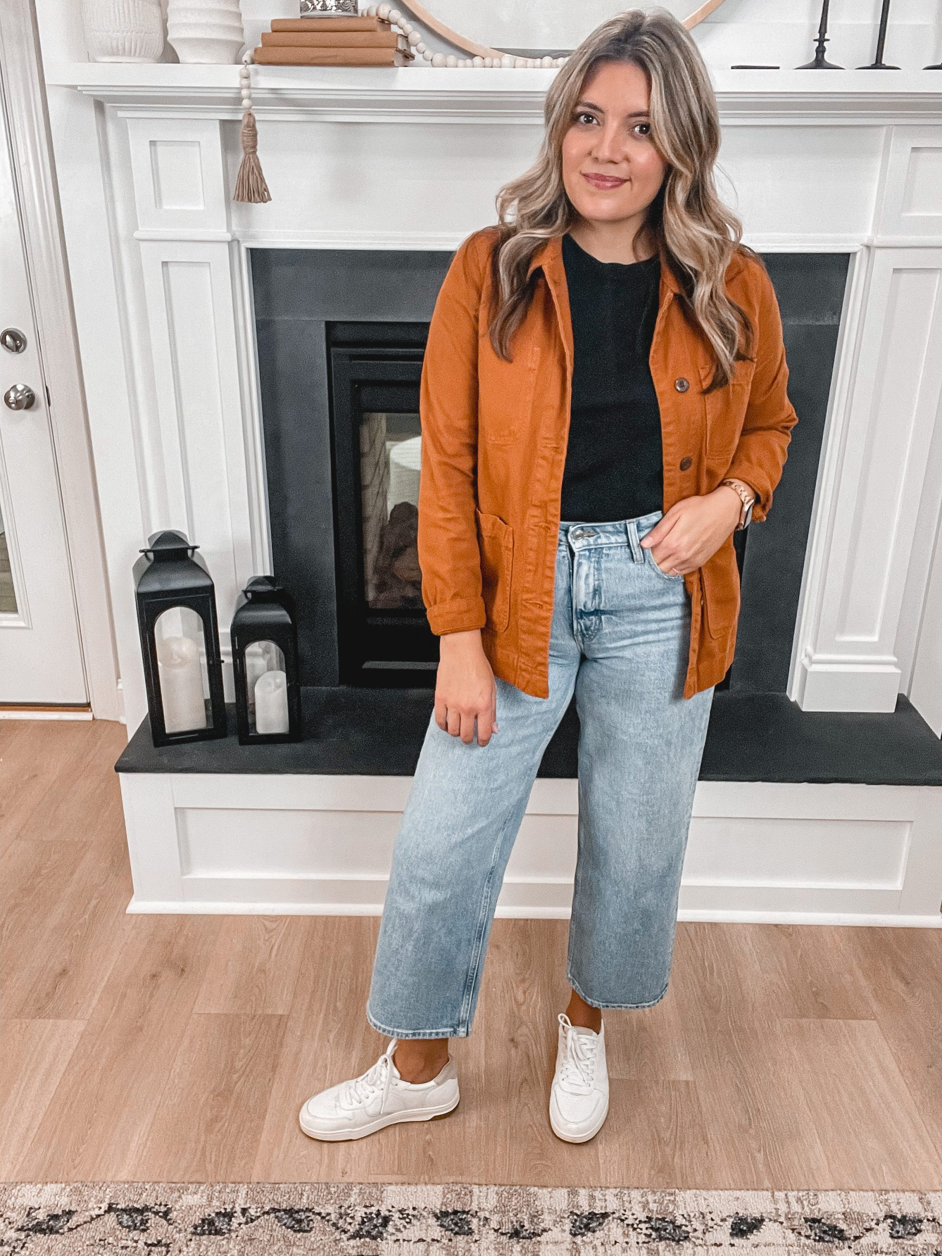 Virginia blogger, Lauren Dix, shares five wide leg jeans outfits. Fall high waisted wide leg jeans outfit.