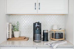 Virginia blogger, Lauren Dix, shares her modern home coffee bar set up + kitchen decor.
